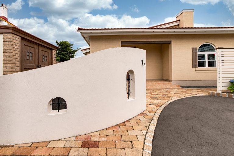 プロヴァンス住宅が際立つ外構スタイルのイメージ